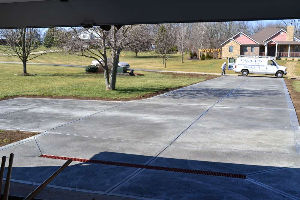 concrete-driveway-with-drain-image-1
