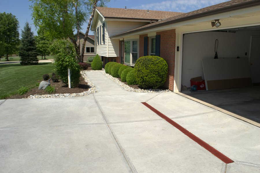 concrete-driveway-with-drain-image-2