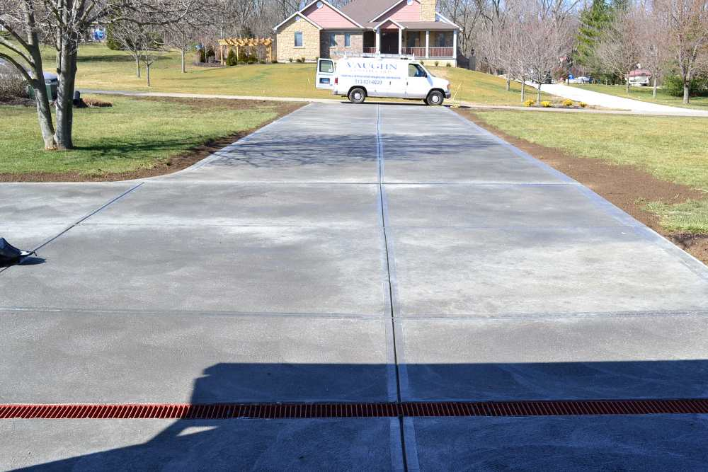concrete-driveway-with-drain-image