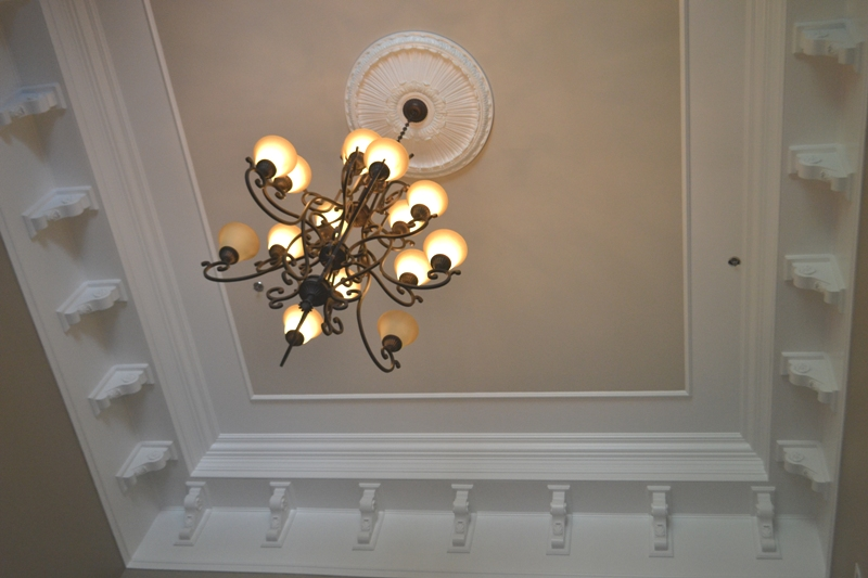 foyer-crown-molding-idea-image-1