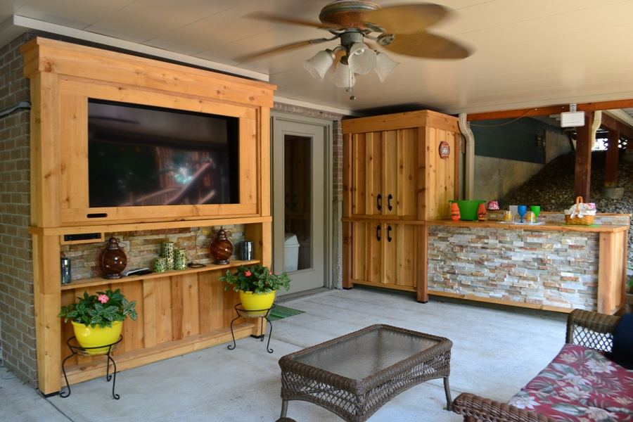 Link to exterior cedar built-in media center and bar images.